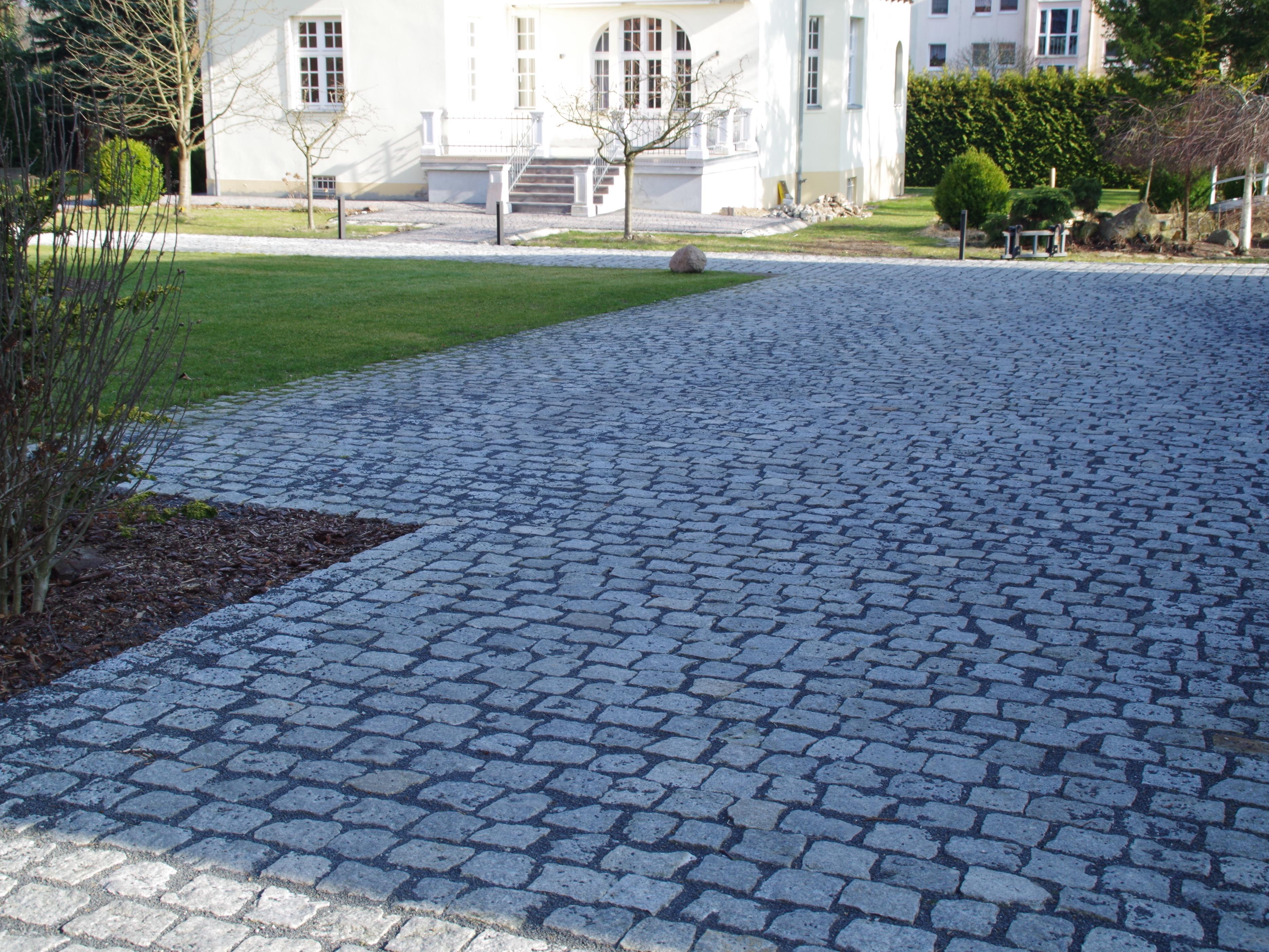 Granitpflaster und Betonpflastersteine. Der Preis.   Steine verlegen
